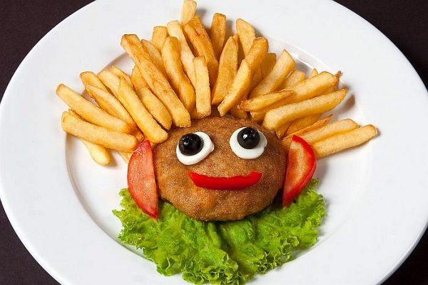 Котлетка мясная с картофелем фри
