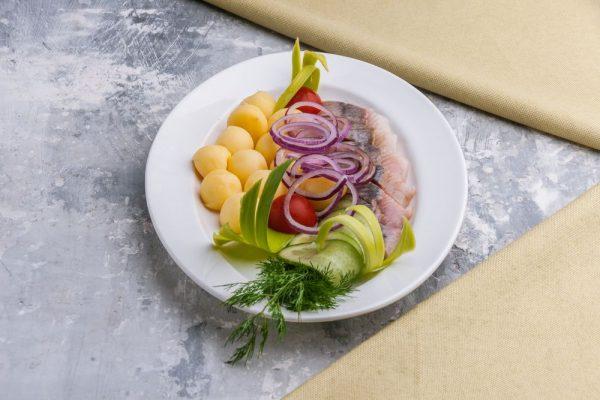 Филе сельди с отварным картофелем